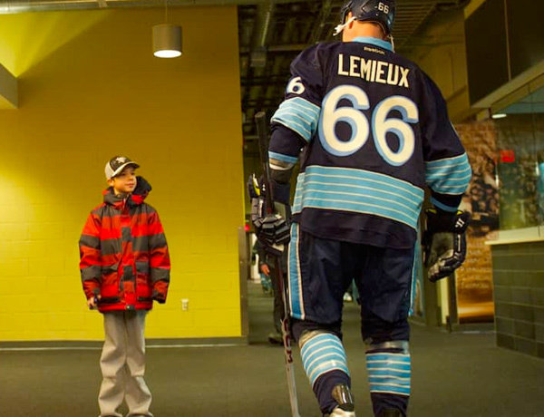 Mario Lemieux black and blue jersey
